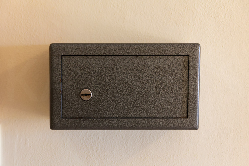 Wall-mounted safe with key