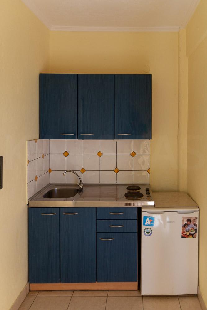 Kitchen, cupboards, drawers & fridge